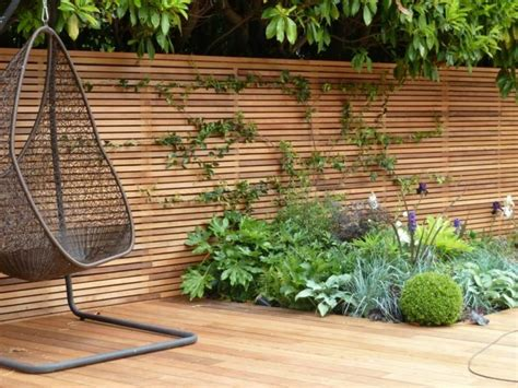 garten sitzecke holz sichtschutz zaun fr den garten aus holz oder aus kunsstoff