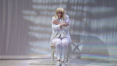 Dancer In Chandelier Lena Dunham Dances To Sia S Chandelier On Late With Seth Meyers