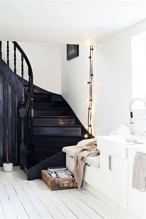 Escalier Bois Et Noir by 25 Best Ideas About Black Painted Stairs On