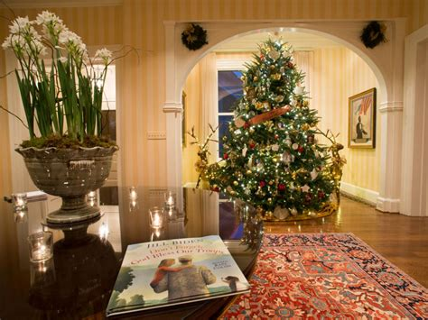 vice president house step inside the vice president s home during the holidays white house christmas 2014