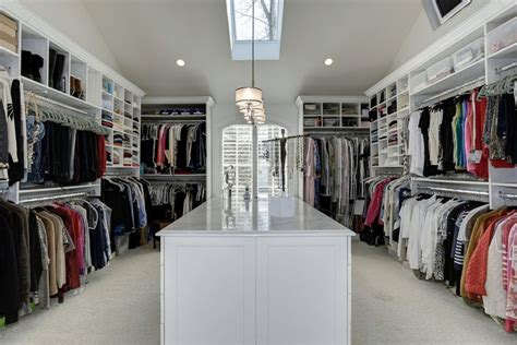 7 reasons a walk in closet is a waste for your home