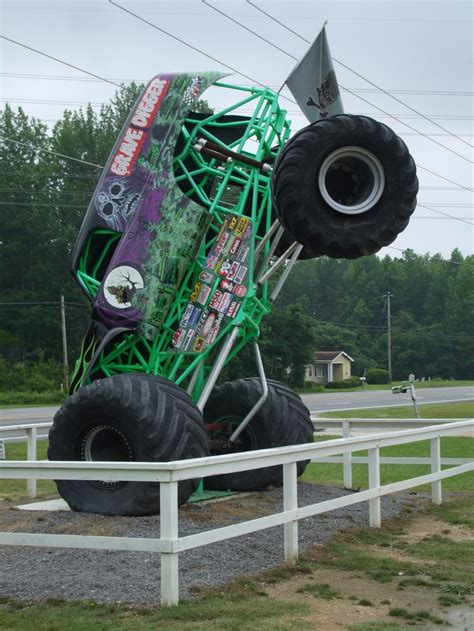 large grave digger monster truck 53 best images about big foot and grave digger on