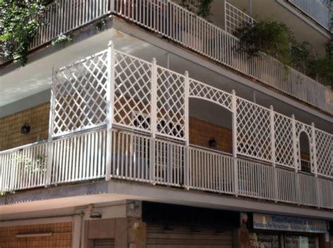 strutture in legno per terrazzi griglie in legno per balconi