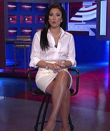 hottest news anchorwoman oops for pinterest julie banderas sexy leg cross fox news girls pinterest