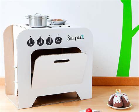 cucina di cucina giocattolo in cartone