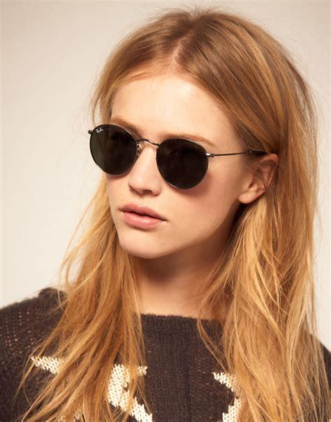 woman wearing ray ban sunglasses lyst ray ban round metal sunglasses in metallic
