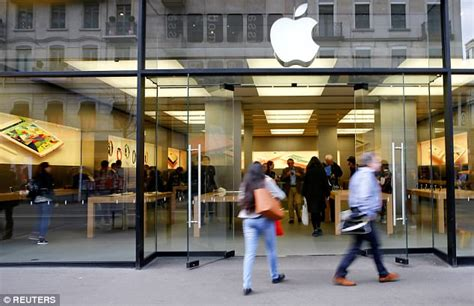 apple zurich apple store in zurich evacuated as phone battery overheats