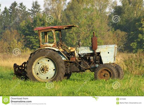 old rusty old rusty tractor www imgkid com the image kid has it