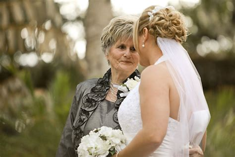 Wedding Hairstyles For Grandmothers by Grandmother Of The Dresses Grandmothers Dresses