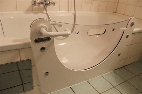 spritzschutz für badewanne badewannen dekor eingebaut