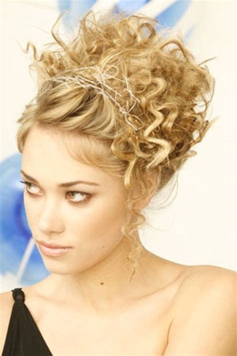 messy updo for long hair that take 5 minutes messy updos for long hair