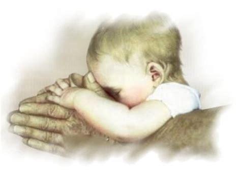 imagenes de dios con un bebe viviendo el paraiso en el abrazo de dios