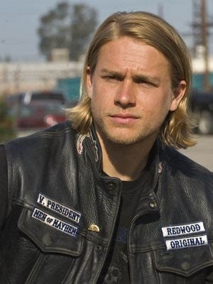 jaxs hair sons of anarchy charlie hunnam soa the male celebrity