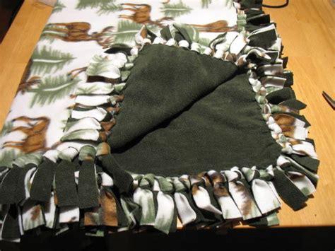 Make Fleece Tie Blanket by No Sew Fleece Blanket