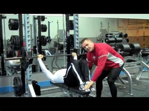 powerlifting style bench press bodybuilding style bench press youtube