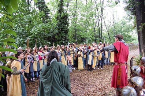 cavalieri della tavola rotonda storia re 249 e i cavalieri della tavola rotonda grazzano it