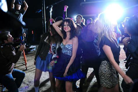 selena gomez hit the lights selena gomez behind the scene of her music video hit the