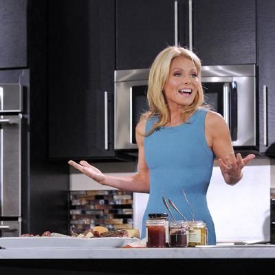 kelly ripas trainer reveals diet and workout secrets for her best 25 kelly ripa weight ideas on pinterest kelly ripa