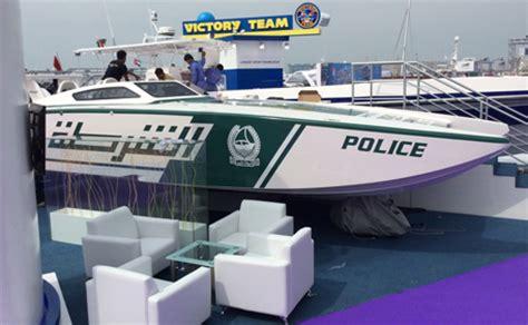 fast boat dubai after super cars dubai police rev it up with a super boat