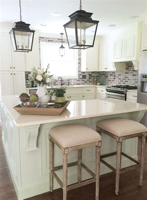 Kitchen Island Centerpieces by Best 25 Kitchen Island Decor Ideas On Pinterest Kitchen
