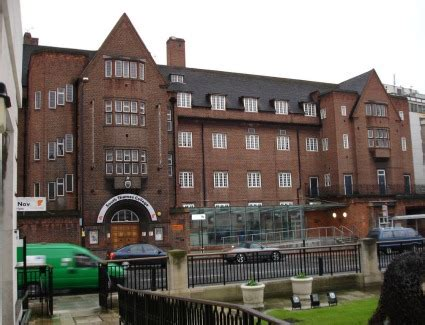 london thames college south thames college hotels near south thames college london