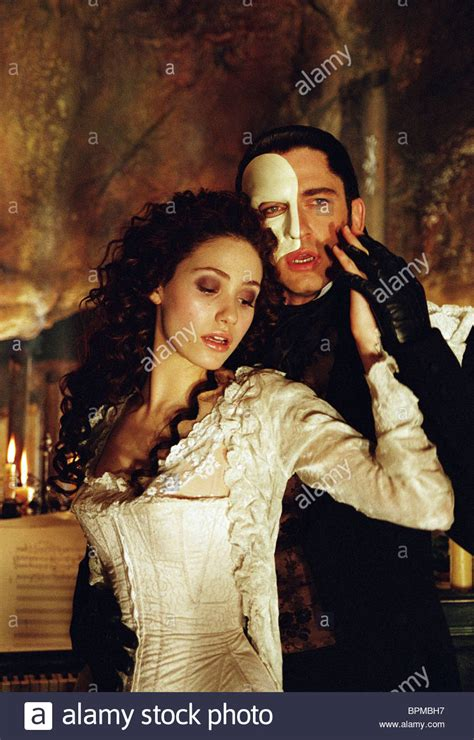 emmy rossum gerard butler phantom of the opera emmy rossum gerard butler the phantom of the opera 2004