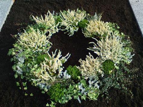urnengrab kerzenhalter 15 besten allerheiligen grabbepflanzung bilder auf