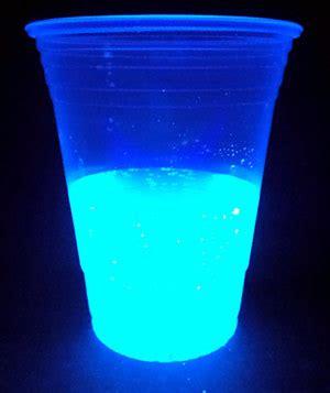 home science activity explore glow in the dark water
