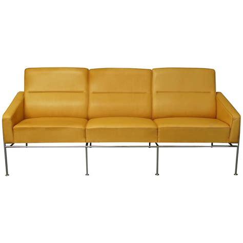 tan leather settee danish arne jacobsen 3303 sas airport sofa settee tan
