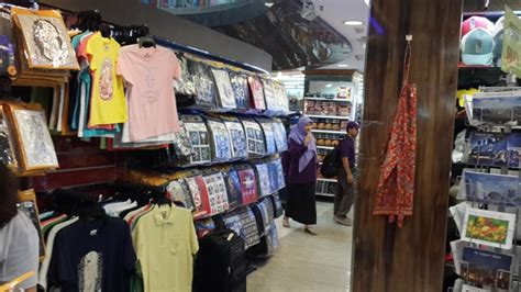 Kaos Singapura Kaos Wisata Singapore Kaos Oleh Oleh Luar Negeri bisa beli apa saja di mustafa centre india singapore tour wisata singapore