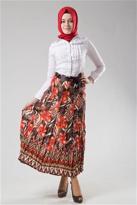 elbise modelleri kombin modelleri tesett r giyimde son moda elbise tesett 252 r giyim etek modelleri moda