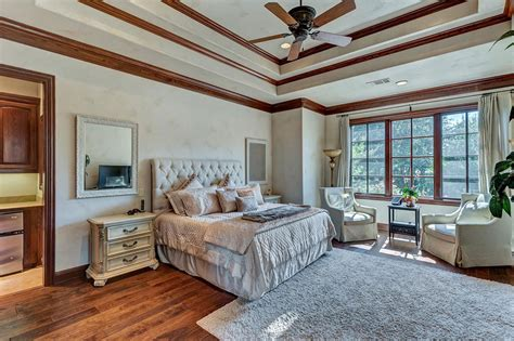 selena gomez bedroom selena gomez lists her texas house at a loss dailydeeds
