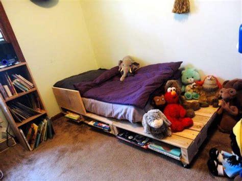 pallet toddler bed 5 simple diy pallet toddler beds 101 pallets