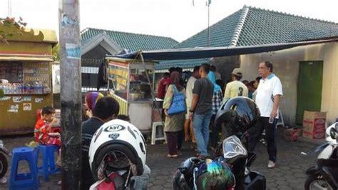 Beras Idola 20 Kg pejabat dan warga berbaur demi seporsi bubur ayam