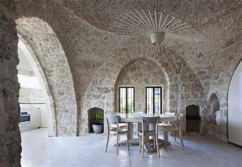 soffitto a volte sormontata da un soffitto a volte in pietra arenaria la