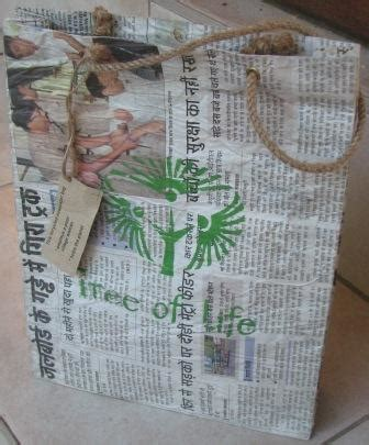 How To Make Paper Carry Bags - how to recycle newspaper to make a trendy paper carry bag