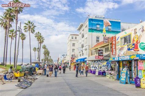 hollywood boulevard food i negozi lungo l ocean front walk il lungomare foto