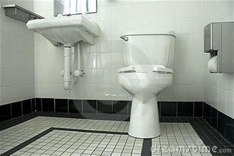 openbaar toilet in engels zwart witte badkamers stock afbeelding afbeelding 14773151