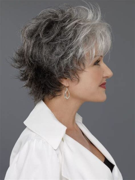 Flattering Easy Thin Gray Haitstyles | 14 flattering wavy hairstyles for women of all ages