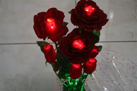 Bunga Plastik Bunga Hias Bunga Artificial Mawar Ros Ross 1d 4 Bunga Hias Plastik Jual Bunga Hias Lu Bercahaya