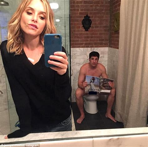 with wife in bathroom jason biggs wife deletes bathroom selfie after revealing