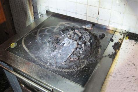 robottino cucina robot si suicida dandosi fuoco