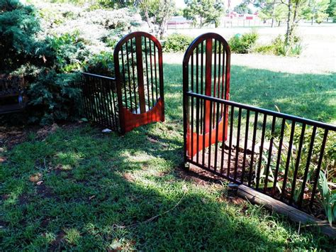 Crib Fence by 1000 Ideas About Baby Cribs On Crib Bench