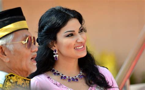 Sis New Jamilah taib mahmud and his new wife jpg