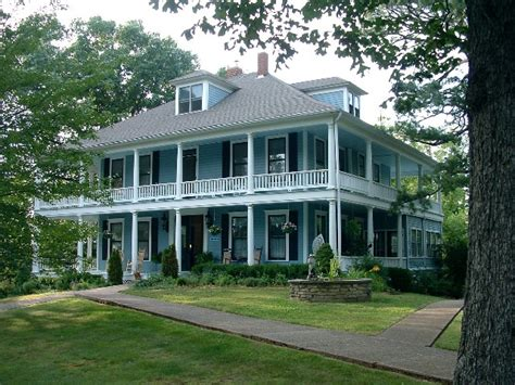 plantation style houses plantation style houses all things southern pinterest