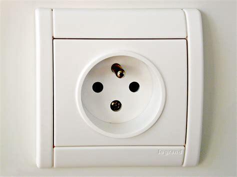 Colokan Listrik Socket 4 Tingkat colokan dan soket listrik ac domestik bahasa