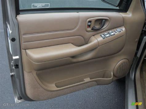 2000 Chevy Blazer Door Panel by 1999 Chevrolet Blazer Lt 4x4 Beige Door Panel Photo