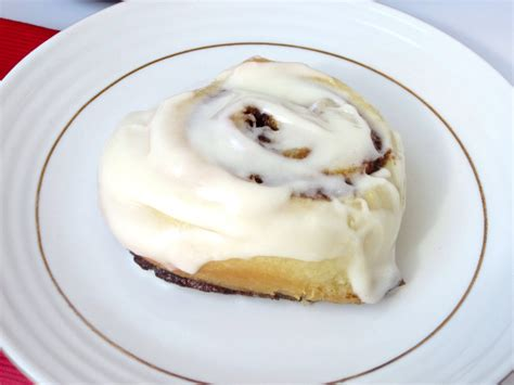 cinnamon rolls with cream cheese glaze love to be in the kitchen