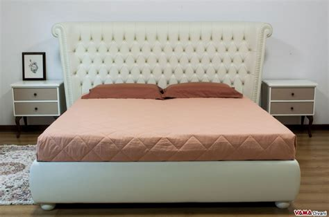 buttoned bed similar to the chesterfield model with