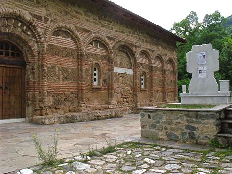 charnel house file bachkovo charnel house 2 jpg wikimedia commons